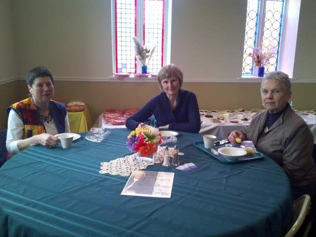 Quilt Show enthusiasts enjoying their lunch.